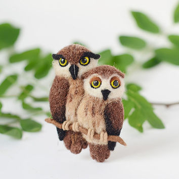Couple owls brooch / owl pin / felt owl jewelry / love birds jewelry / wood birds brooch / woodland jewelry / cute animals brooch / wool pin