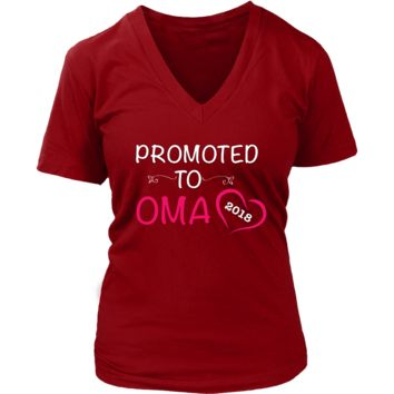"""Promoted"" V-Neck Oma New Grandma T-Shirt"
