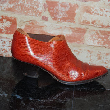 Vintage 1990s tan ITALIAN LEATHER brown low heeled western Embossed Pointy Toe BOOTIES loafers shoe boot 7B