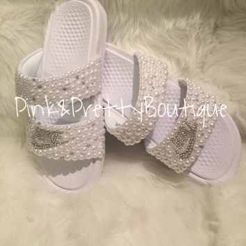 fab91af5f724c furry fuzzy slides - pink from shophearts
