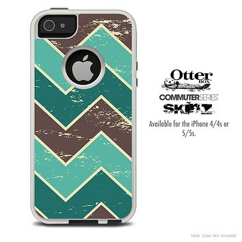 The Vintage Wide Sharp Green Chevron Pattern Skin For The iPhone 4-4s or 5-5s Otterbox Commuter Case