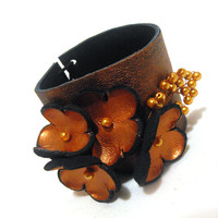Leather bracelet with copper color flowers by julishland on Etsy