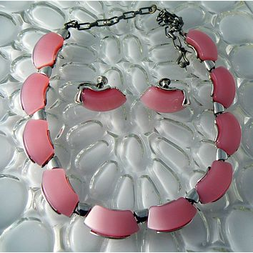 Vintage Star Pink Molded Leaf Necklace And Earrings