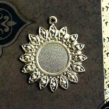 Ornate Round Cameo setting 25mm, Antique gold, pendant, cabochon base - 1Pc - F095