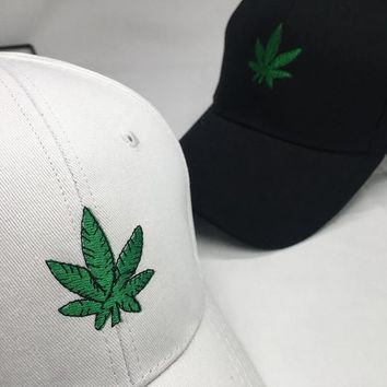 Trendy Winter Jacket New Fashion Embroidery Maple Leaf Black Cap  Snapback Hat For Men Women Cotton Swag Black Hat Hip Hop Fitted Baseball Cap AT_92_12