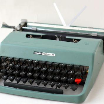 Vintage OLIVETTI LETTERA 32 Typewriter // 60s Underwood Blue Portable Manual Typewriter with Case // Italian Slim Industrial Elegant