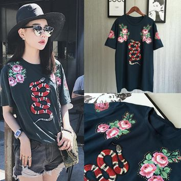 GUCCI Snake embroidery Flower black loose tee top