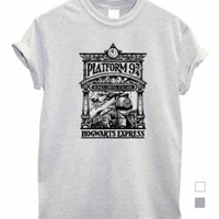 Platform 9 3/4 Kingscross unisex womens mens top Tshirt shop hogwarts fan art | eBay