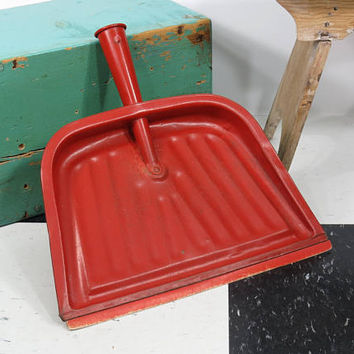 JV Reed Brick Red Dustpan . Made In USA Louisville Kentucky . Vintage . Burnt Orange