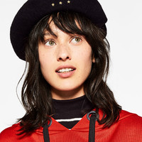 BERET WITH STAR PATCHESDETAILS