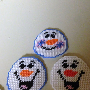 Snowball Face Magnets in Plastic Canvas