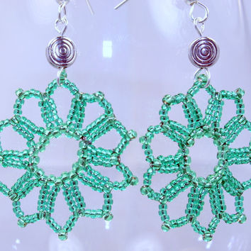 Green flower dangle drop earrings, bead woven handmade earrings, flower burst