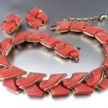 Coral Thermoset LISNER Necklace Earring Set, Ridge Ribbon Swirls, Gold Trim, Vintage