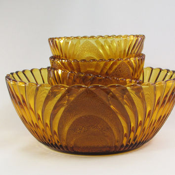 Vintager Master Berry Bowl and Dessert Dishes Honey Amber Glass