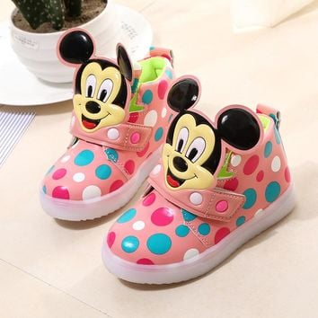 2017 Fashion Children Shoes With Flash Light Boys Shoes Autumn Winter Breathable Girls Cartoon Sneakers Kids Led Kids Sport Shoe