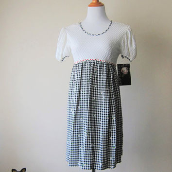 90s Black & White Gingham Babydoll Empire Waist Mini Sundress w/ Daisy Details // Cute Sweet Kinderwhore Grunge Dress! // NEW w/ Tags!