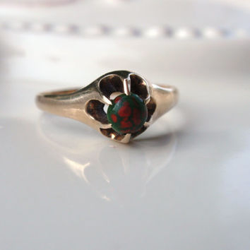 Victorian Bloodstone Ladies Belcher Ring claw set red green gothic 10k gold