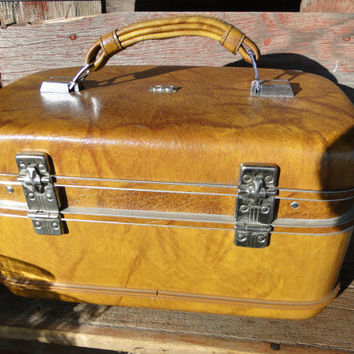 Vintage luggage, retro tan train case, vintage Airway Carmel Train case Luggage with plastic tray and original keys, toy storage, luggage