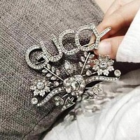 GUCCI Vintage Luxury Diamond Letter Brooch Accessories Jewelry