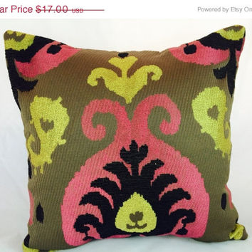 SampleSale Fuschia, Black and yellow chenelle paisley pattern on brown pillow slipcover