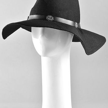 This hat is great for looking chic and put together and it is also a great way to battle bad hair days in winter. Featuring a felt floppy round crown, and wide floppy brim. Finished with concho leatherette band embellishment. Pair with cropped top, bell bo