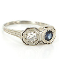 Antique Art Deco 18 Karat White Gold Sapphire Diamond Etched Wreath Pattern Ring