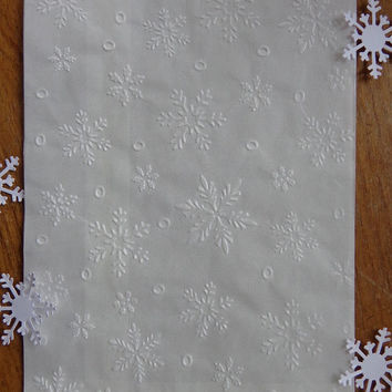 "25 Glassine Snowflake Embossed Bags - Food Safe - Grease Resistant - Party Favors - Baked Goods - 4.75"" x 6.75"" - Snowflake Holiday Party"