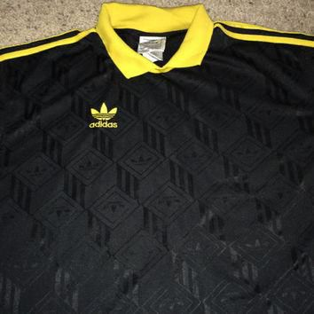 Sale!! Vintage Adidas 1980s originals soccer jersey trefoil black / yellow T shirt mad