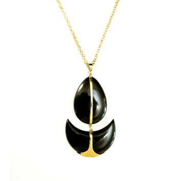 Droplet horn pendant  necklace