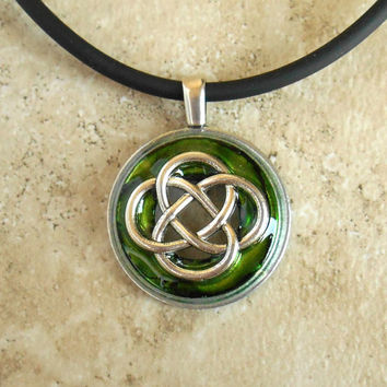 Celtic Knot Necklace: Green - Mens Jewelry - Mens Necklace - Celtic Jewelry - Boyfriend Gift - Endless Knot - Irish Jewelry - Fathers Day