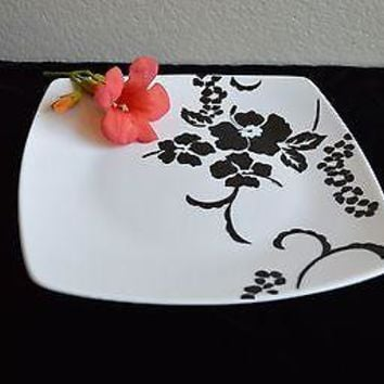 Fine China Black and White Hawaiian Floral Cake Stand