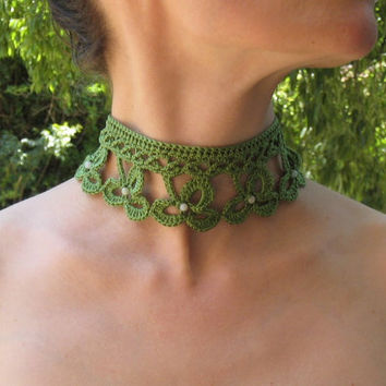 Irish crochet lace victorian style clover necklace choker handknitted green coton jade beads gemstones lucky fantasy