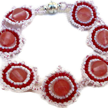 White and pink beaded bracelet with Strawberry Quartz pearls. Handmade beaded. Seed beads jewelry.