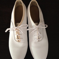 1980's Women's White Leather Oxford Shoes Size 7