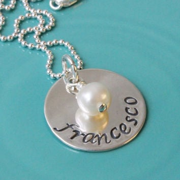 Hand stamped name necklace personalized pendant sterling silver new baby birthday gift mommy jewelry mother necklace freshwater pearl