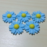 5 pcs Medium Daisy (22 mm) Resin Flower Cabochon Flatbacks - Light Blue