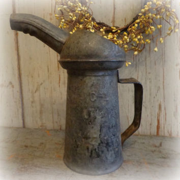 vintage oil can / garden watering can / vase / petroliana / rustic cottage / shabby chic / EPSTeam