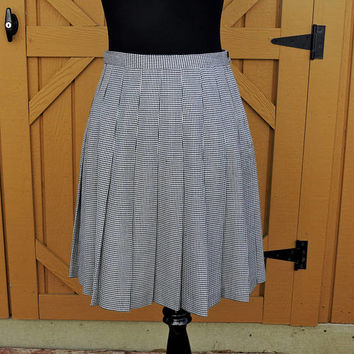 Houndstooth skirt / size 7 / 8 / 80s black white pleated skirt /  retro geometric hounds tooth skirt