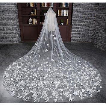 [59.99] In Stock Luxurious Tulle Cathedral Wedding Veil With Lace Appliques - dressilyme.com