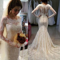 Long Sleeve Mermaid Wedding Dresses Button Back Scoop Neck Court Train Vintage Bride Wedding Dress Gowns