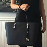 MICHAEL KORS Jet Set Medium Saffiano Leather Tote Bag-Black