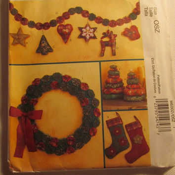 SALE Uncut McCall's Sewing Pattern, 6002! Home/Holiday Decor/Stockings/Wreaths/Christmas Tree Centerpieces/Christmas tree Ornaments/Garland