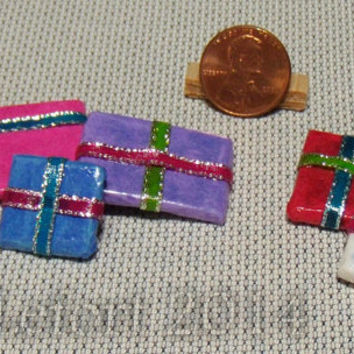 Wrapped Christmas Presents - gifts - Set of 5 Dollhouse Miniatures - One Inch Scale - Series 2