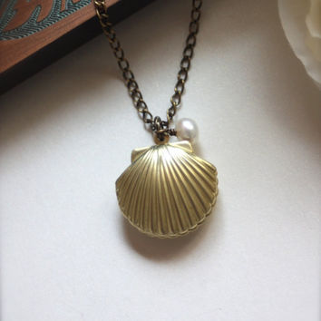 A Mermaids Locket. A Golden Sea Shell locket with white Freshwater Pearl Necklace. Vintage inspired Necklace. Shell Locket. Clam Shell.