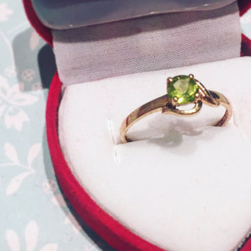 Vintage Peridot 9k Yellow Gold Ring Engagement Fine Solitaire Green Gift Wedding For Her size N 9 Carat