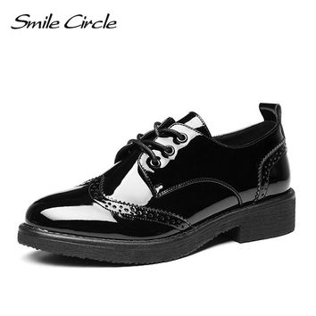 Smile Circle 2018 Women Oxford Shoes Patent leather Flats Shoes Women British style Lace-up Shoes Pointed toe White Casual Shoes