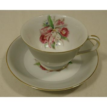 Noritake 5049 Vintage Tea Cup & Saucer 5 1/2in x 5 1/2in x 3in China Gold Rim -- Used
