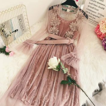 Mesh Lace Velvet Dress 2018 New Women Elegant Floral O-Neck Vintage Long Dress Petal Sleeve Lace Two Piece Spring Dress YP0813