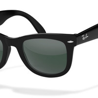 Look who's looking at this new Ray-Ban wayfarer folding sunglasses