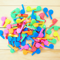 Colorful Plastic Whistles, Mix Colo.. on Luulla